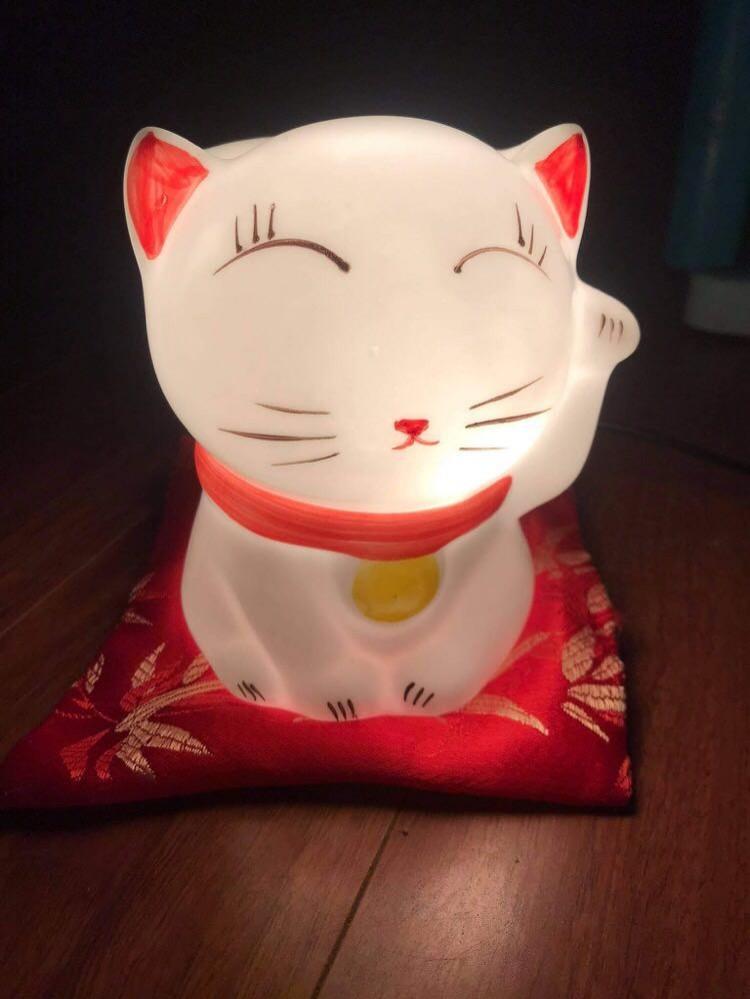 Đèn xông tinh dầu mèo thần tài kèm đệm