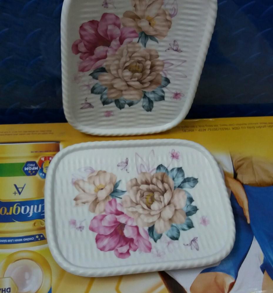 Đĩa nhựa đẹp chữ nhật hoa